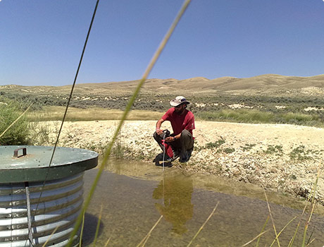 Pumping water from a solar well